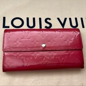 Louis Vuitton Vernis Rose Pop Sarah Wallet